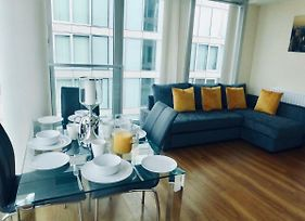 Vibrant City Stay In Central Mk - 2 Bed 2 Bath Spacious Flat With A View photos Exterior