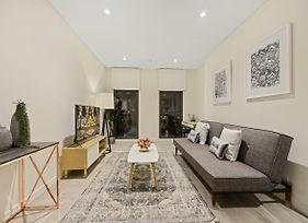 New 2 Beds Apt Mins Walking To Darling Harbour,Qvb photos Exterior