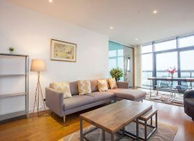 Stunning Flat With Huge Balcony And River View photos Exterior