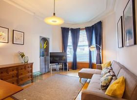 Stylish + Modern Tenement Flat Close To City Centre photos Exterior