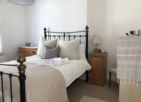 Beautiful One Bedroom Flat In Central Chichester photos Exterior