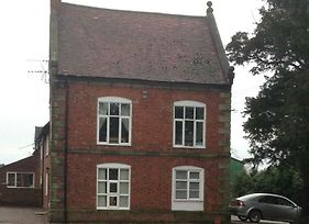 Period 2 Bed Apartment In Staffordshire photos Exterior