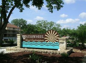 Beautiful Guadalupe River Hideaway Only 6 Blocks From Schlitterbahn! - Waterwheel D-102 photos Exterior