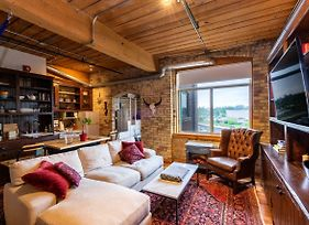 Rustic 1 Bedroom Loft Apartment In Queen Street West photos Exterior