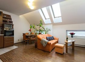 Spacious Prague Apartment Close To City Centrum photos Exterior