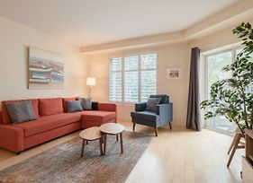 Immaculate Newly Furnished Downtown With Parking photos Exterior