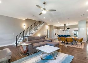 4Br Modern Townhouse In Mid City photos Exterior