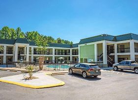 Quality Inn & Suites At Six Flags photos Exterior