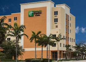 Holiday Inn Express & Suites Fort Lauderdale Airport South photos Exterior