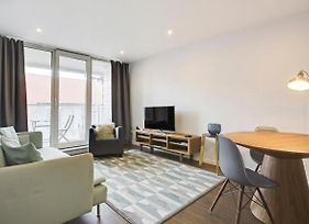 Sleek Sky Rise 1Bed W Stunning Views Of The Thames photos Exterior