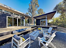 Wine Country Getaway! Modern Three-Unit Cottage Cottage photos Exterior
