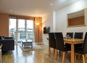 Central 2 Bedroom Apartment, With Secure Parking!! photos Exterior