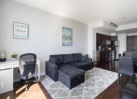 *Luxury* Condo In Downtown With Lake View photos Exterior