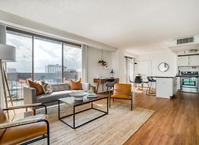 Stunning Downtown Views In This Stylish Corner Apartment By Lodgeur photos Exterior