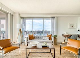 Epic Downtown Views In This 29Th Floor Corner Apartment By Lodgeur photos Exterior