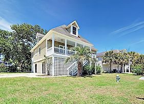Large Family Home W/ Outdoor Dining, Walk To Beach Home photos Exterior