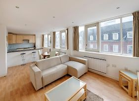 Modern Spacious 2 Bed 2 Bath Airconditioned Near Victoria Station photos Exterior