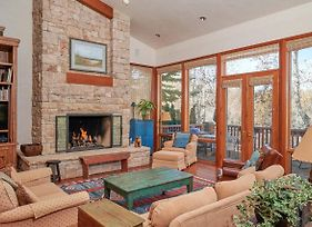 """""""Chalet Couchons"""" At Aspen Meadows Resort Townhouse photos Exterior"""