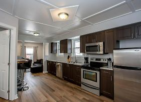 Modern 3 Bedroom Home Near Downtown And Uwo photos Exterior