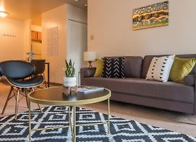 Distinct + Fun 1Br Apt In Heart Of Downtown photos Exterior
