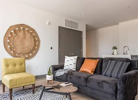 Simple + Central 2Br High-Rise Apt W/ City Views photos Exterior