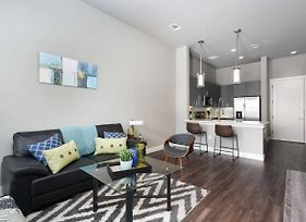 Designer And Modern 1 Bedroom Apt In Downtown photos Exterior