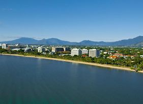 Holiday Inn Cairns Harbourside photos Exterior