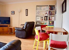 Colourful And Cosy 2 Bed In Ifsc With Balcony photos Exterior