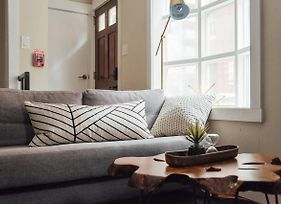 Renovated & Modern Home In Downtown Philly photos Exterior