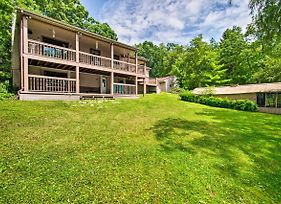 Cozy Lakefront Lapeer House W/ 2 Paddle Boats! photos Exterior