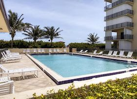 Jensen Beach Oceanfront Condo With Balcony! photos Exterior