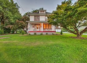 Whimsical Lancaster House With Porch, Near Amish Farm photos Exterior