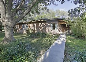 Mid-Century Brownsville House With Patio And Porch! photos Exterior
