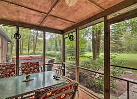 Pocono Mountains Home W/ Pvt Hot Tub + Grill! photos Exterior