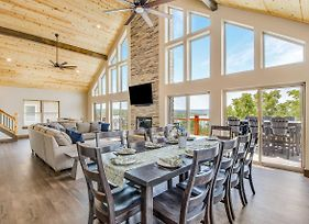 Lavish Retreat With Decks - Steps To Table Rock Lake photos Exterior