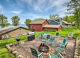 Waterfront Lake Koshkonong Home With Pier And Fire Pit! photos Exterior