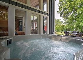 House In New Buffalo With Hot Tub And Large Yard! photos Exterior