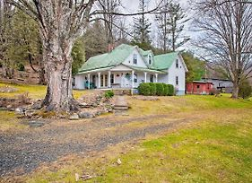 Cozy 'Lil Red Hen' Cottage With Private Hot Tub photos Exterior