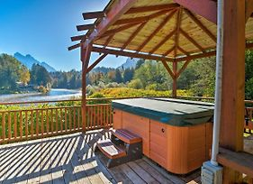 Riverfront Index Home 30 Min To Stevens Pass! photos Exterior