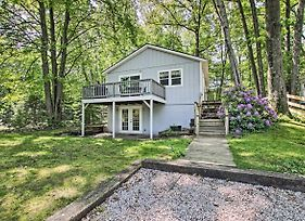 Ludington Cottage With Deck, Yard And Fire Pit! photos Exterior