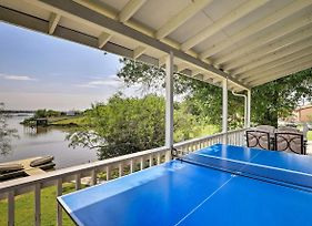 Waterfront Granbury Lake Retreat With Deck And Dock! photos Exterior
