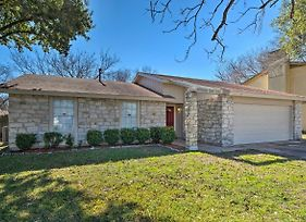 Round Rock Retreat With Yard - 20 Miles From Austin! photos Exterior