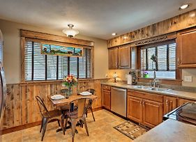 Cozy Custer Cottage With Deck - Walk To Shops And Food! photos Exterior