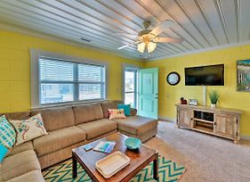 Colorful Cottage With Patio Across From The Beach! photos Exterior
