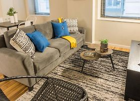 Updated And Chic 2Br Apt In Central Business Dist photos Exterior