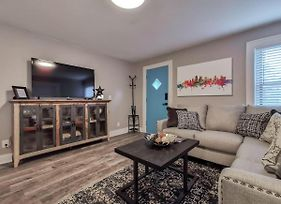 W-1E - New Renovated 1Bed In Heart Of Westport! Awesome Location! photos Exterior