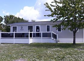 A Luxury 6 Berth Lodge, Sleeps 6 A Real Home From Home In The Heart Of A Forest. photos Exterior