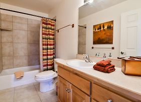 Rv Y1 - Stunning Townhome, Close To Arches, Private Hot Tub photos Exterior