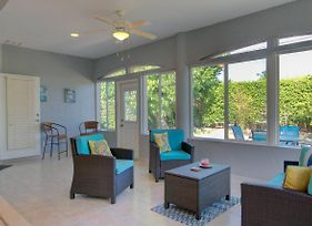 **Walk To The Beach ~ And 3 Minutes To The Mercato In This 3 Bed Updated Home** photos Exterior