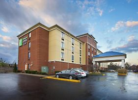 Holiday Inn Express Hotel & Suites Columbus Airport photos Exterior